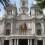 La fachada del Ayuntamiento de Valencia se ilumina de amarillo para conmemorar el día de la Espina Bífida