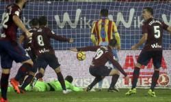 El Levante empata frente al Eibar (2-2).