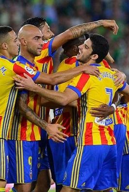 El Valencia golea en un gran partido.