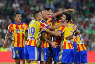 El Valencia se coloca segundo tras la fiesta goleadora del Villamarín.