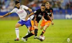 El Valencia vence al Real Zaragoza (0-2) en la Copa del Rey.