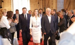 El alcalde apuesta en la entrega de los Jaume I por el incremento de la inversión pública en investigación y ciencia como garantía de futuro.