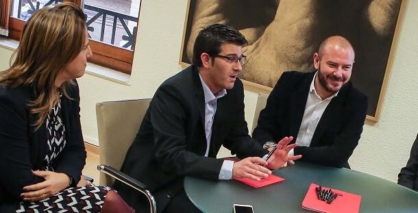 El presidente de la Diputación, Jorge Rodríguez, junto al diputado de Hacienda, Toni Gaspar, durante una reunión del área de Hacienda.