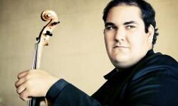 El viola de la Filarmónica de Berlín Riquelme debuta en el Palau de la Música con la Orquesta de València.