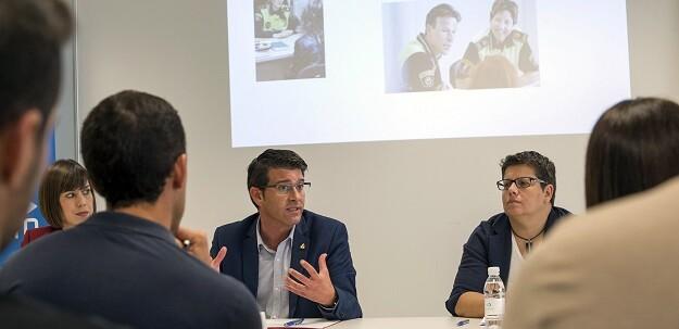 Jorge Rodríguez durante la inauguración del curso formativo en la sede policial de Gandia.