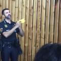 La Policía Local adquiere 10 pistolas inmovilizadoras y forma a un centenar de agentes en su uso.
