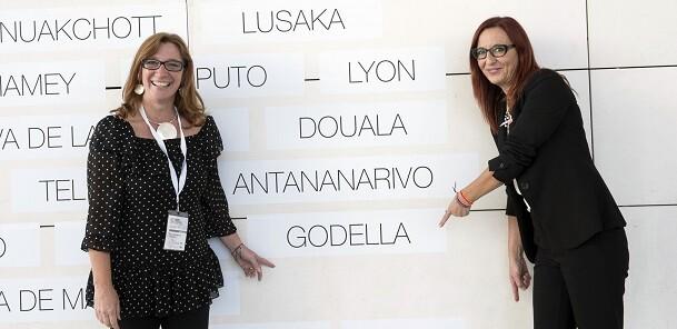 La alcaldesa de Godella, Eva Sanchis, junto a la vicepresidenta Maria Josep Amigó. - copia