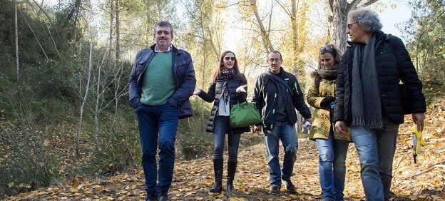 La vicepresidenta, Maria Josep Amigó, y el diputado Josep Bort durante una visita a la zona forestal de Agullent.