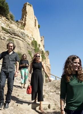 Maria Josep Amigó durante su visita al Castillo de Montesa, acompañada por la alcaldesa Analia Juan.