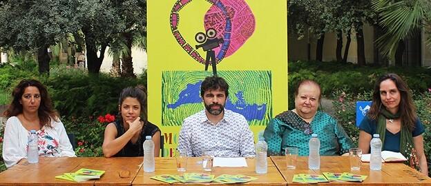Miembros del jurado y la organización de Mostra Viva.