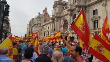 Miles de personas se manifiestan por la unidad de España en Valencia 20170930_120731 (11)