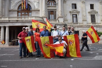Miles de personas se manifiestan por la unidad de España en Valencia 20170930_120731 (37)