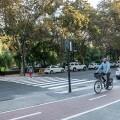 Mobilitat Sostenible mejora el itinerario para peatones en el cruce de las avenidas de Blasco Ibáñez y Suecia.