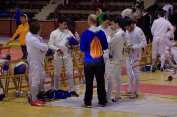 Orduña dando instrucciones a sus tiradores durante un Torneo