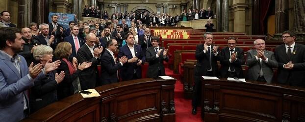 Parlament catalán tras la aprobación de la independencia.