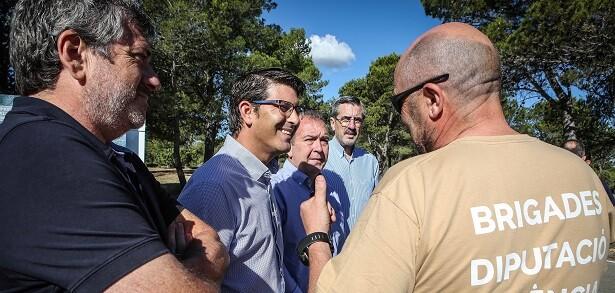 Rodríguez junto a los brigadistas.
