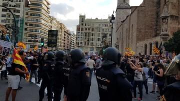 Una manifestación nacionalista del 9 de Octubre en Valencia con tensión (1) (Medium)