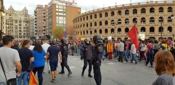 Una manifestación nacionalista del 9 de Octubre en Valencia con tensión (108) (Medium)