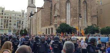 Una manifestación nacionalista del 9 de Octubre en Valencia con tensión (11) (Medium)