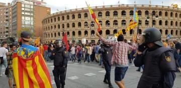 Una manifestación nacionalista del 9 de Octubre en Valencia con tensión (110) (Medium)