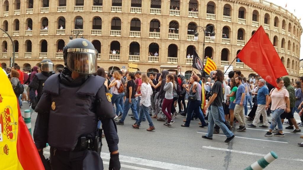 Una manifestación nacionalista del 9 de Octubre en Valencia con tensión (111) (Medium)