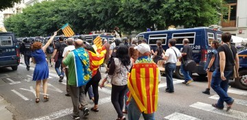 Una manifestación nacionalista del 9 de Octubre en Valencia con tensión (117) (Medium)