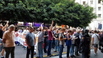 Una manifestación nacionalista del 9 de Octubre en Valencia con tensión (121) (Medium)