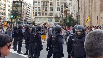 Una manifestación nacionalista del 9 de Octubre en Valencia con tensión (19) (Medium)