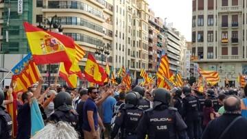 Una manifestación nacionalista del 9 de Octubre en Valencia con tensión (28) (Medium)
