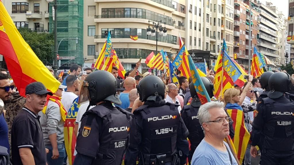 Una manifestación nacionalista del 9 de Octubre en Valencia con tensión (29) (Medium)