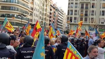 Una manifestación nacionalista del 9 de Octubre en Valencia con tensión (31) (Medium)