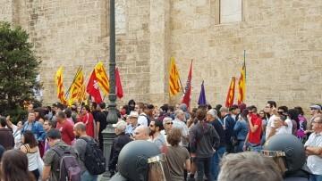 Una manifestación nacionalista del 9 de Octubre en Valencia con tensión (34) (Medium)