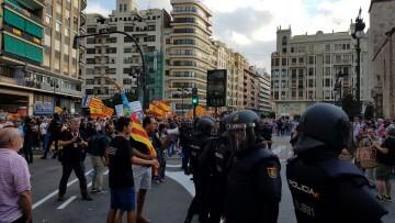 Una manifestación nacionalista del 9 de Octubre en Valencia con tensión (4) (Medium)