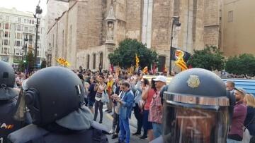Una manifestación nacionalista del 9 de Octubre en Valencia con tensión (6) (Medium)