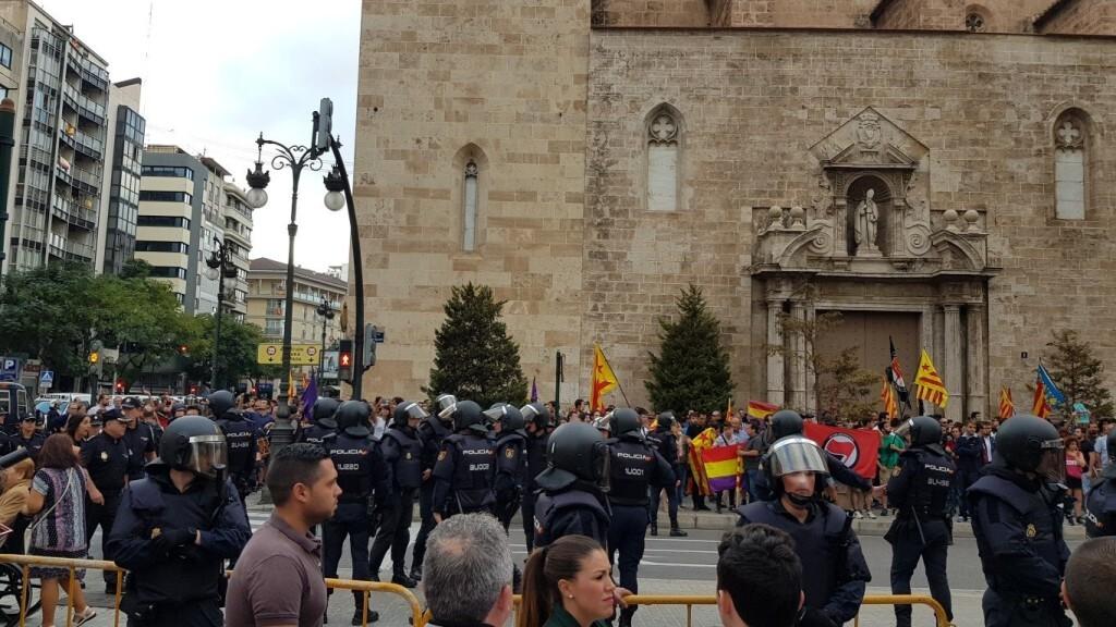 Una manifestación nacionalista del 9 de Octubre en Valencia con tensión (69) (Medium)