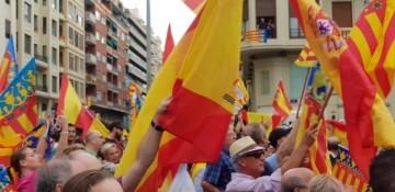 Una manifestación nacionalista del 9 de Octubre en Valencia con tensión (76) (Medium)