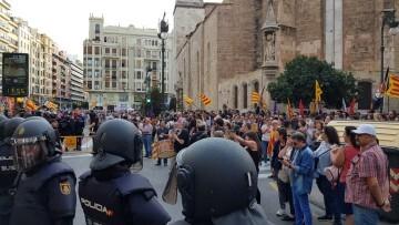 Una manifestación nacionalista del 9 de Octubre en Valencia con tensión (8) (Medium)