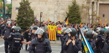 Una manifestación nacionalista del 9 de Octubre en Valencia con tensión (81) (Medium)