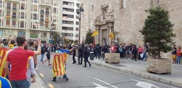Una manifestación nacionalista del 9 de Octubre en Valencia con tensión (86) (Medium)