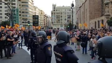 Una manifestación nacionalista del 9 de Octubre en Valencia con tensión (9) (Medium)