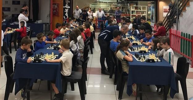 Zona de juego del torneo escolar en Nuevo Centro que se disputa los jueves.
