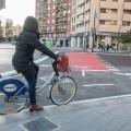 El Ayuntamiento pone en funcionamiento el carril bici de la plaza de Manuel Sanchis Guarner.