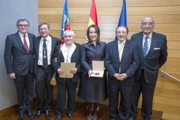 El Palau de la Música recibe la Medalla al Mérito en Bellas Artes de la Real Academia de San Carlos.