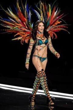 El desfile de Victoria's Secret 2017 ha trasladado su pasarela por primera vez a Shanghái (46)