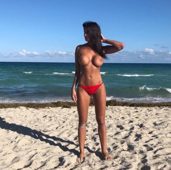 El topless de Magalí Mora en las playas de Miami Infobae (1)
