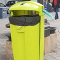 La instalación de papeleras con dispensadores de bolsas consigue reducir un 31 por ciento los excrementos de perros en el barrio de Patraix.