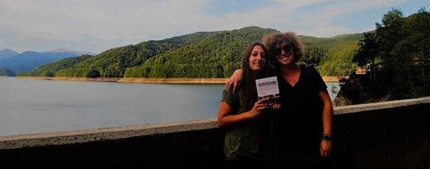 Lorena Ballesteros y Elena Cortés, delegadas de Libro, vuela libe en Rumanía. (Foto-Lorena Ballesteros).