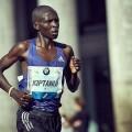 Los atletas de élite correrán por seguir bajando el récord del Maratón Valencia.