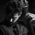 Petros Klampanis presenta su disco 'Chroma' con un trío de jazz y un cuarteto de cuerdas. (Foto-Antonio Porcar).
