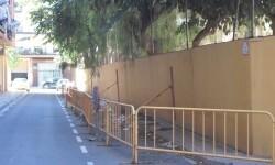 El Ayuntamiento adjudica las obras para reparar el muro del patio del CEIP Rafael Mateu Cámara.